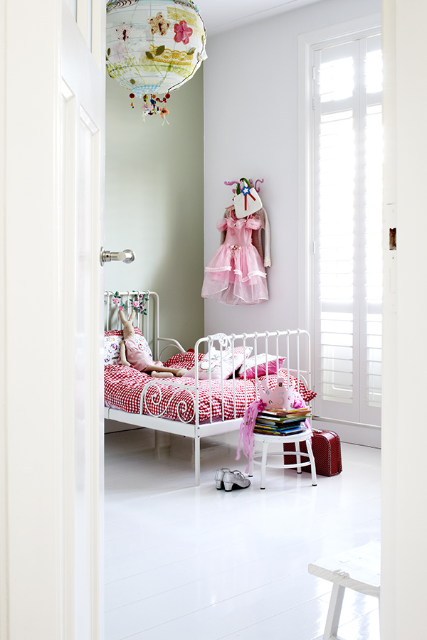 Cuarto de niña blanco / Girl's bedroom by Esther Jostmeijer / Casa Haus