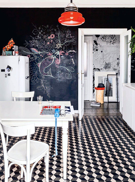 Black, white, and wood kitchen // Cocina blanco, negro y café // Casa Haus