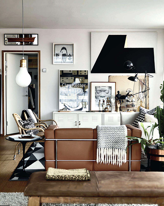 Black, white, and wood living room // Sala blanco, negro y café // Casa Haus
