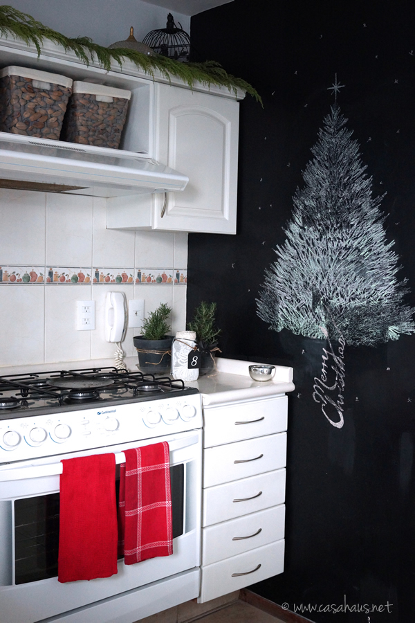 Christmas kitchen in black and white / Navidad en la cocina // Casa Haus