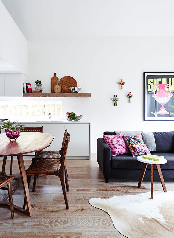 Modern home with pops of color // Casa moderna con toques de color // casahaus.net