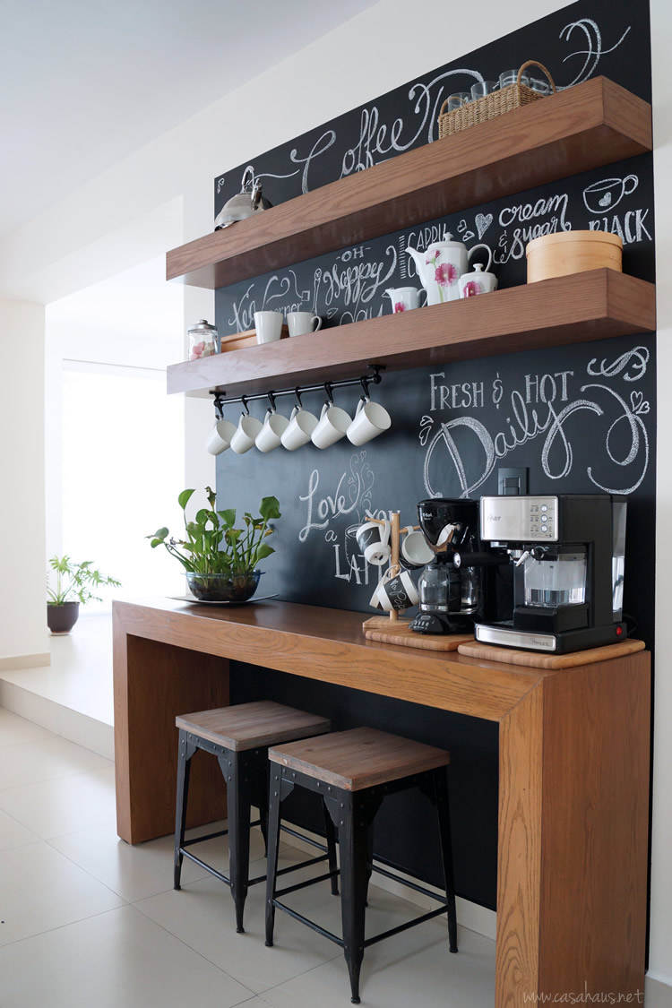 Before and after amazing chalkboard coffee bar antes y despu s incre ble rinc n para el caf - Ideas decoracion bar ...