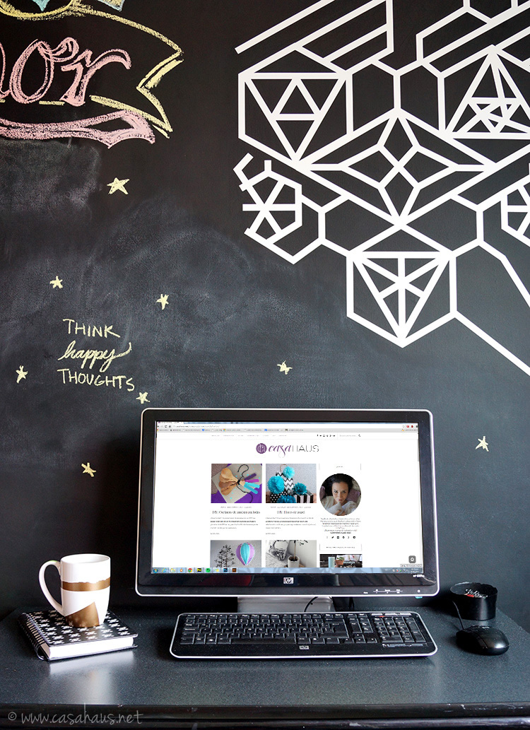 Our home office black wall | Nuestra pared blanca | casahaus.net