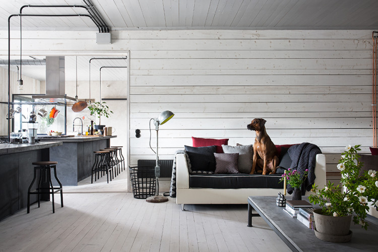 casa_haus_elle_decoration_black_industrial_kitchen_living_room