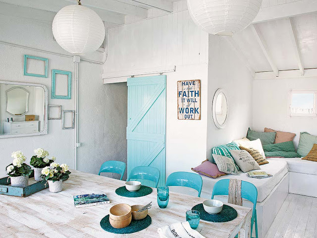 Gorgeous tiny home with aqua accents / Hermosa casita con acentos en aqua