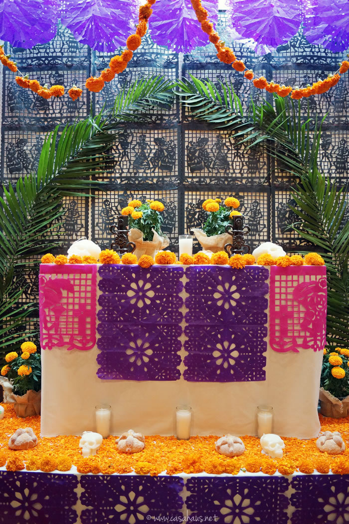 Day of the Dead altar and decorations / Altar y decoraciones para el Día de Muertos - Casa Haus Deco