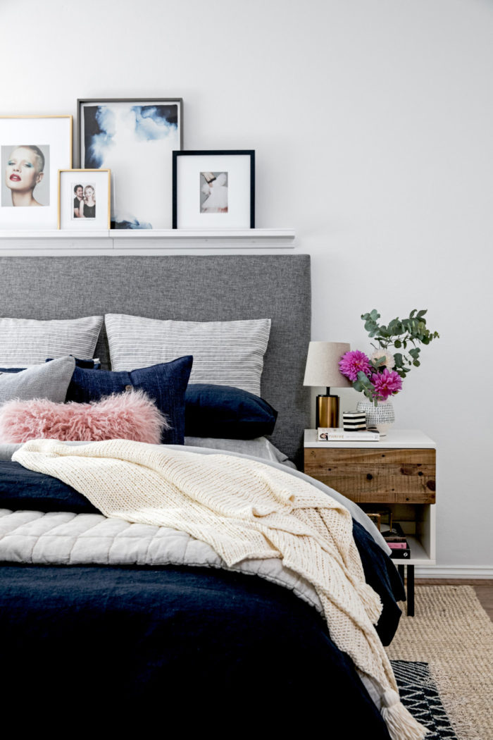 Navy blue bedroom / Dormitorio con detalles azul marino