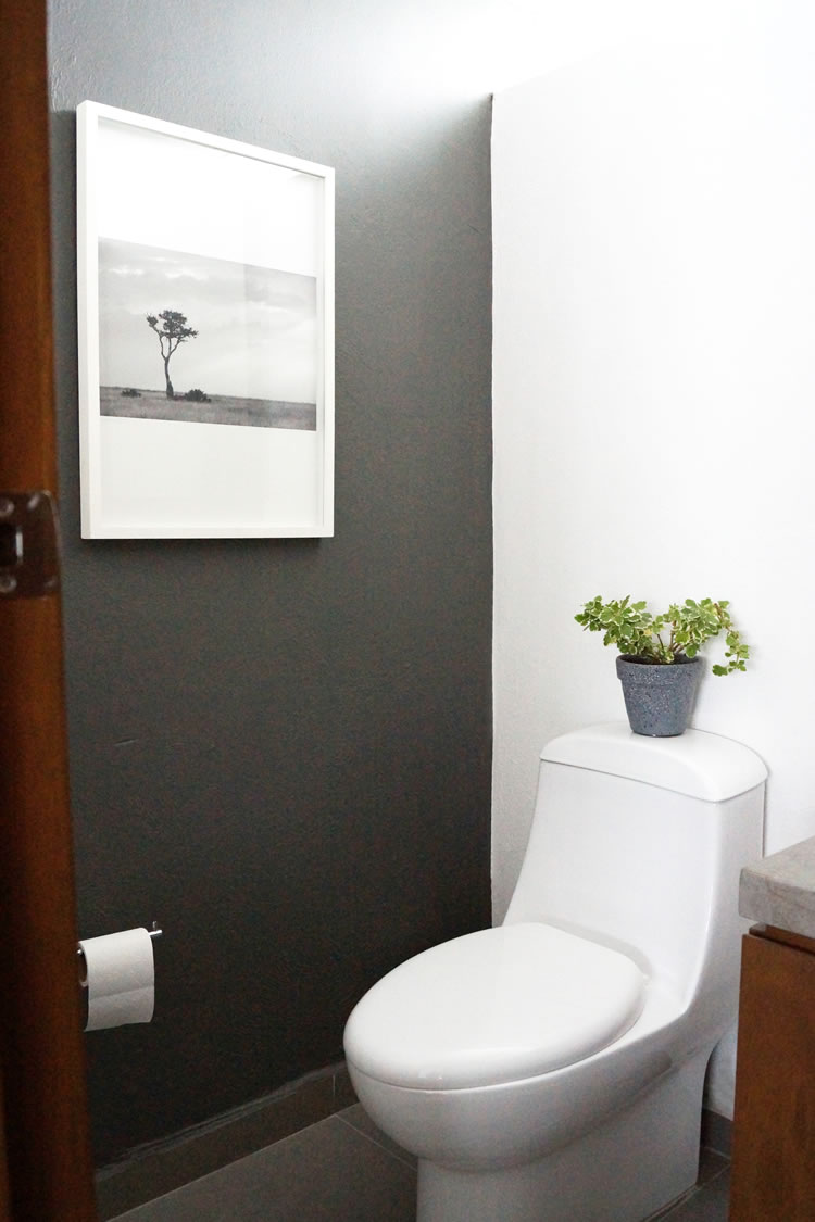 Nordic inspired half bathroom makeover / Medio baño estilo Scandi - Casa Haus Deco